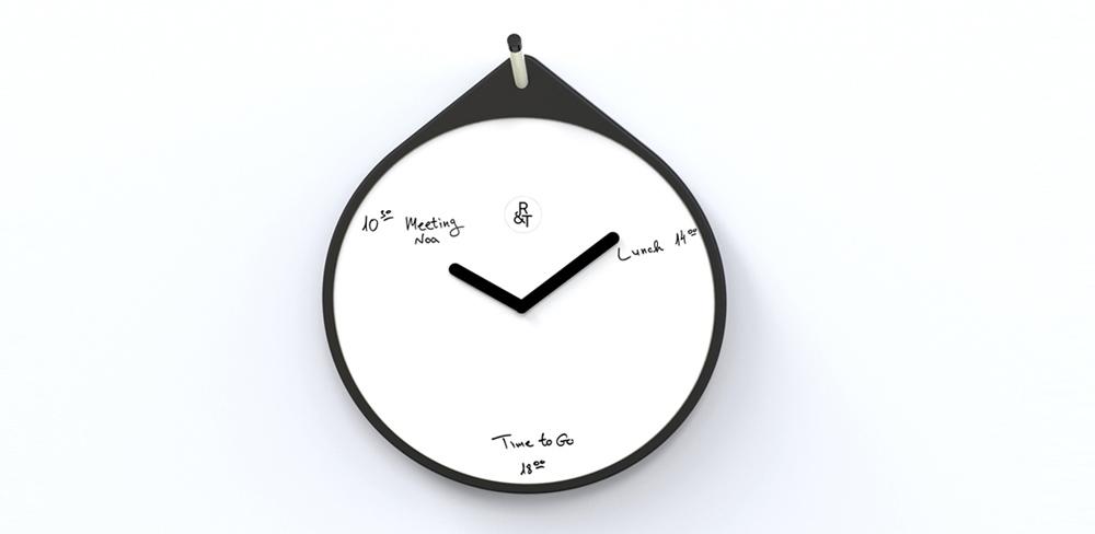 רהיטים של RACK & TACK. השעון Time Will Tell שהוא לוח מחיק מאפשר לכתוב את התכנון היומי על השעון עצמו