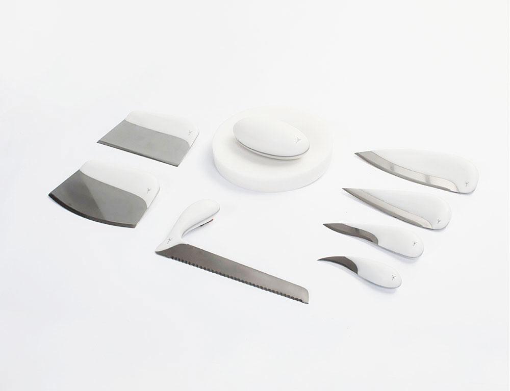 נירוסטה וקוריאן, שבעת הסכינים  של Kitchen Tools, עם המכתש והעלי