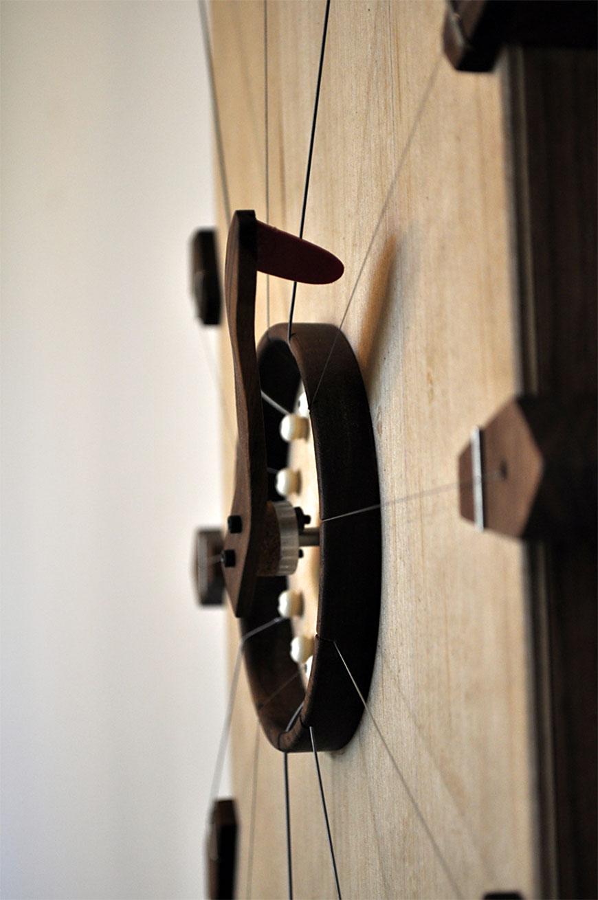 שעון המיתרים, פרט. עוצב בקורס של גלינה ארבלי ואסף ויינברום