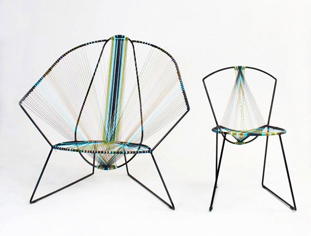 כיסאות באריגה, דניאל סימון. צבעי הטווס היו ההשראה לצבעוניות הכיסא