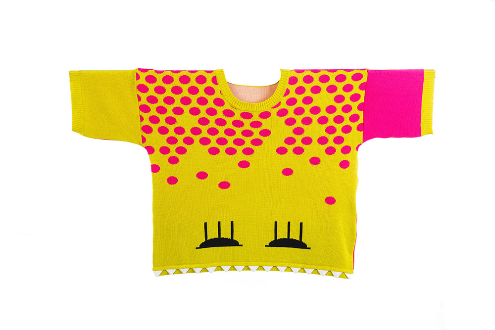 knitsters. חולצה סרוגה עם שרוול קצר מפרויקט הגמר של מיראל בירנבוים