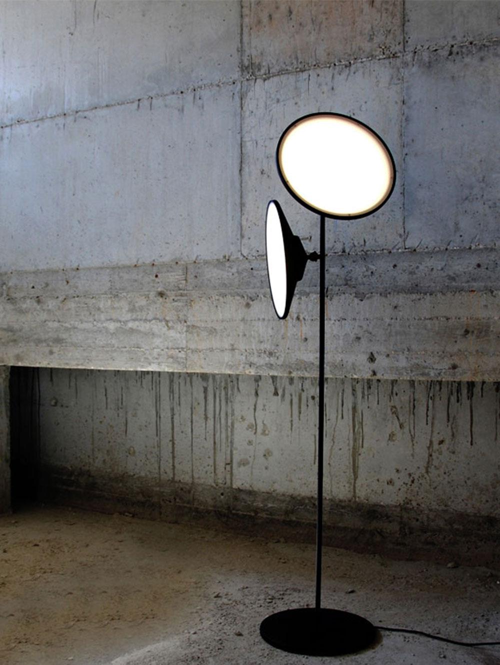 מנורת רצפה 2MOONS, אוסף טולמנ'ס. גרסה אורבנית בהשראת הטבע
