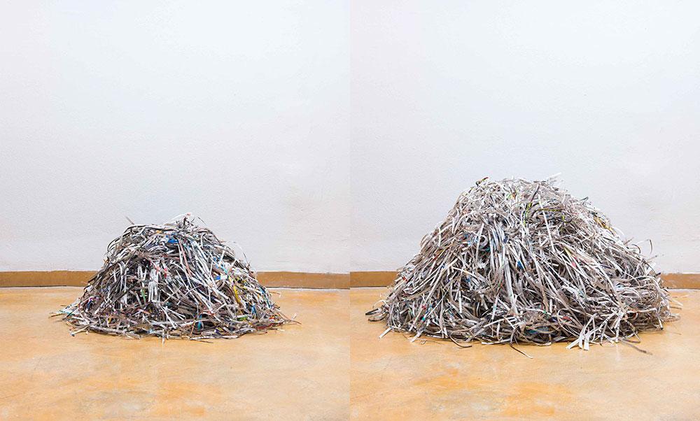 הארץ. ערימת התוכן (מימין) וערימת המודעות (משמאל)