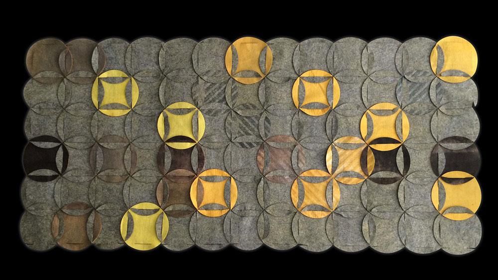 Felt Life. הגרסה הגיאומטרית - רקע אפור ועיגולים בצבעוניות משתנה בגווני צהוב וחום