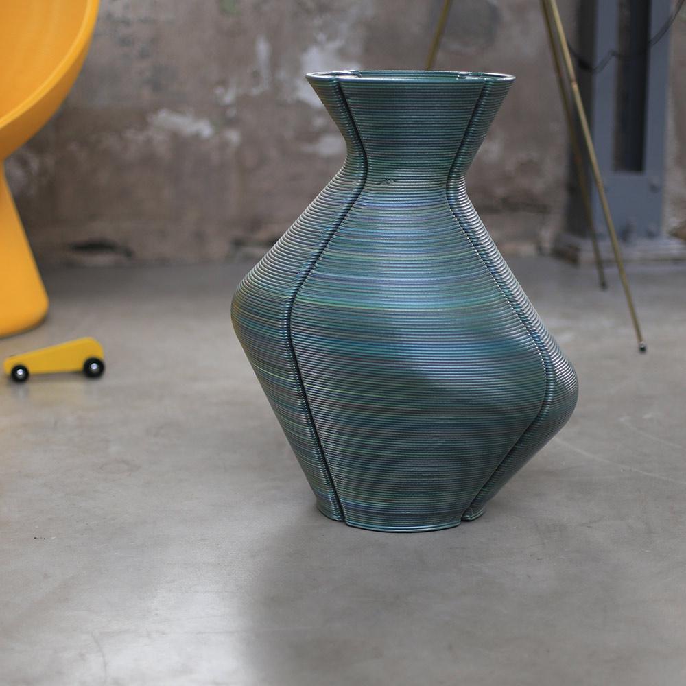 Changing Vase. כדים בהדפסה תלת מימדית משאריות חומר