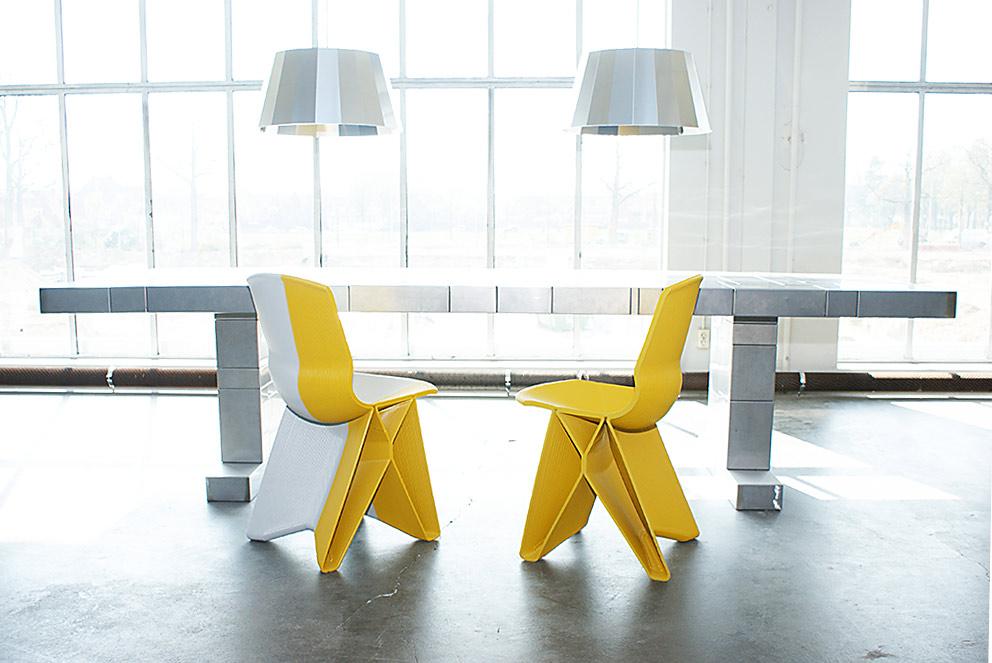Flow Dining Chair. כיסאות צהובים בהדפסה תלת מימדית