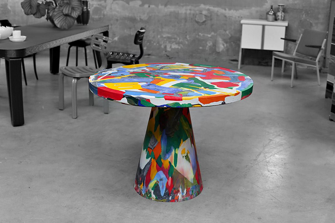 Melting Pot Table, כמו קולאז' פלסטלינה בשלל צבעים: ירוק, צהוב, אדום, לבן, תכלת, כחול וכתום