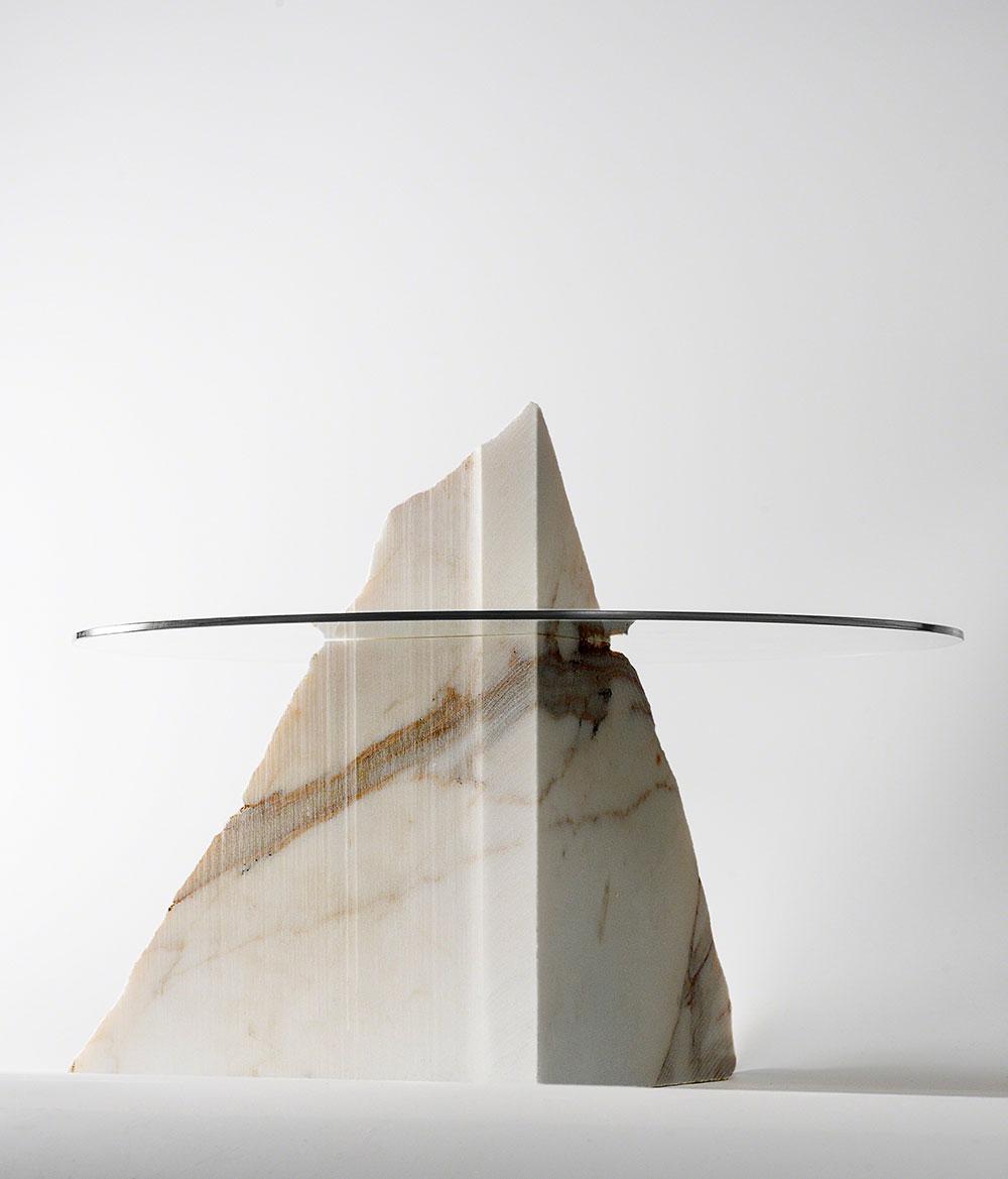 Gepgraphical, גערת הפירות של טסוקאסה גוטו. הר שיש בקנה מידה שולחני אוחז משטח זכוכית עגול