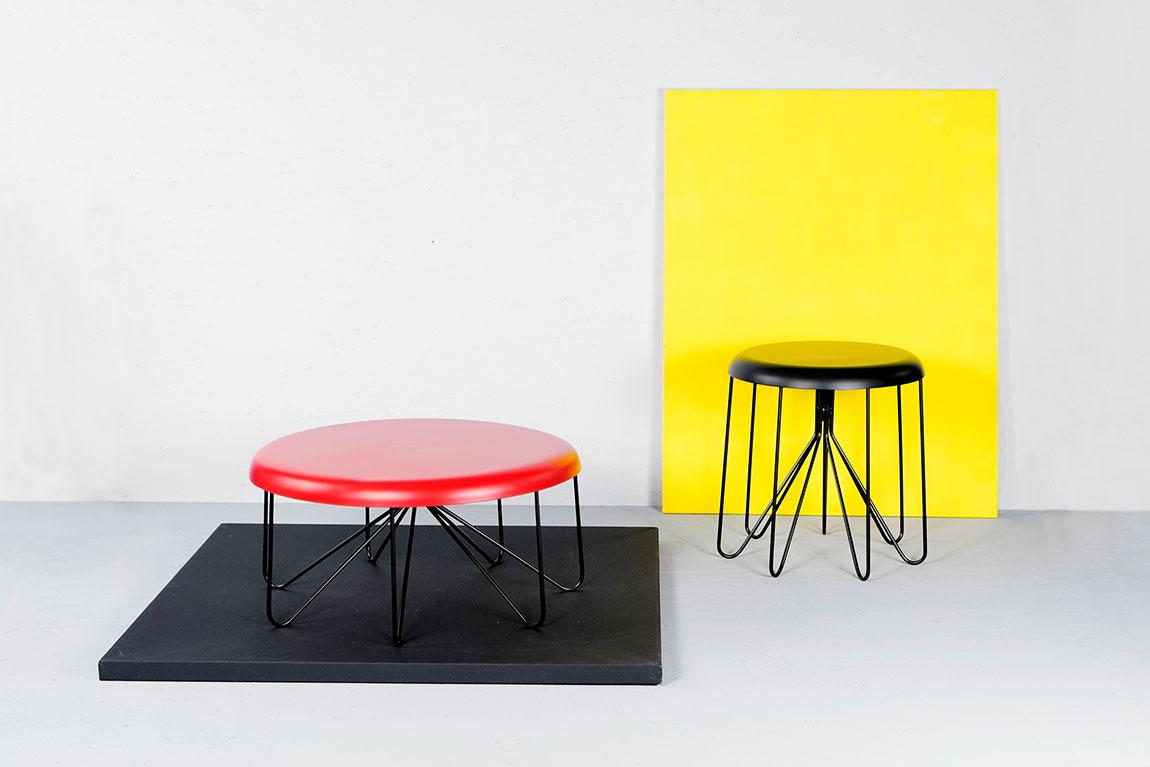 האדום והשחור. שני שולחנות הצד Cap Tables