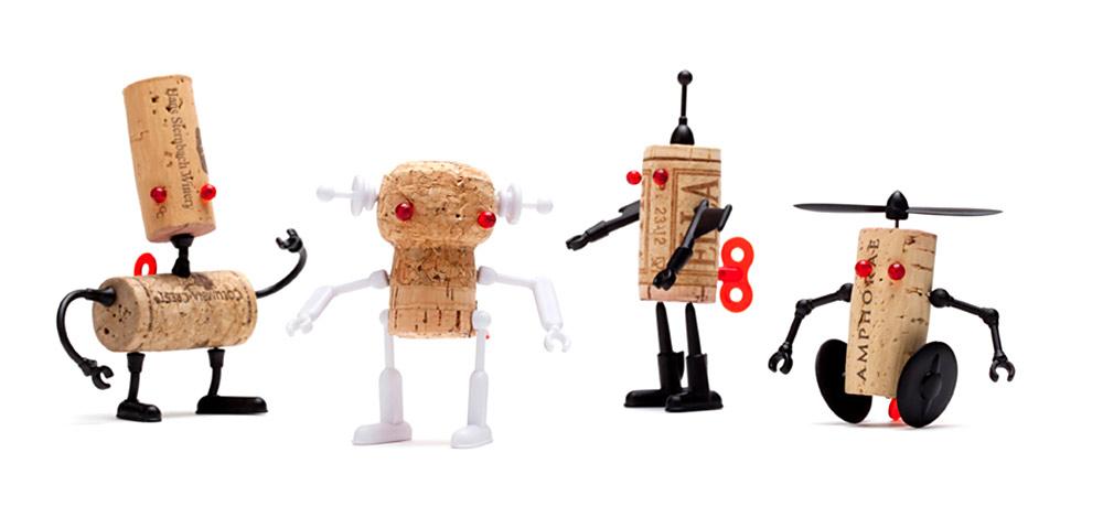 Corkers, סטודיו רדיש (נעמה שטיינבוק ועידן פרידמן). סדרת רובוטים מסיכות נעיצה ופקק שעם של בקבוק יין