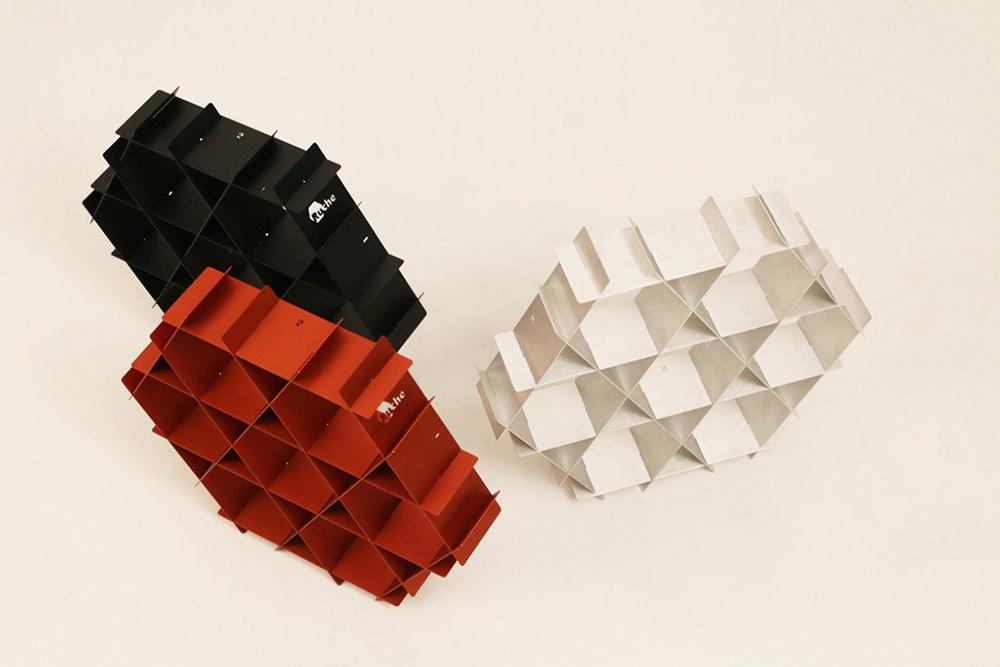 Ruche. אדום, שחור ולבן בגרסת האלומיניום