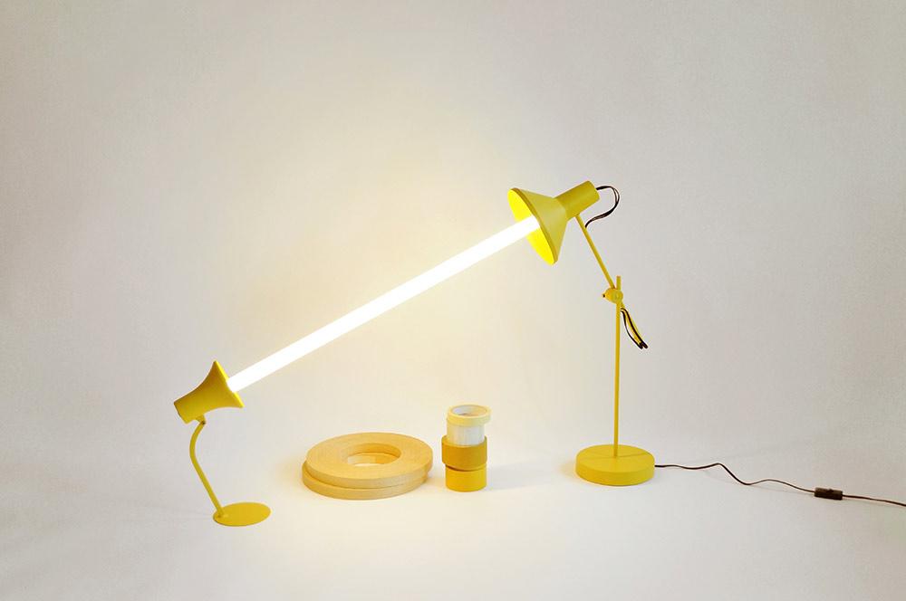 Relumine. חלקי מנורות ישנות שחוברו מחדש עם נורות חסכוניות