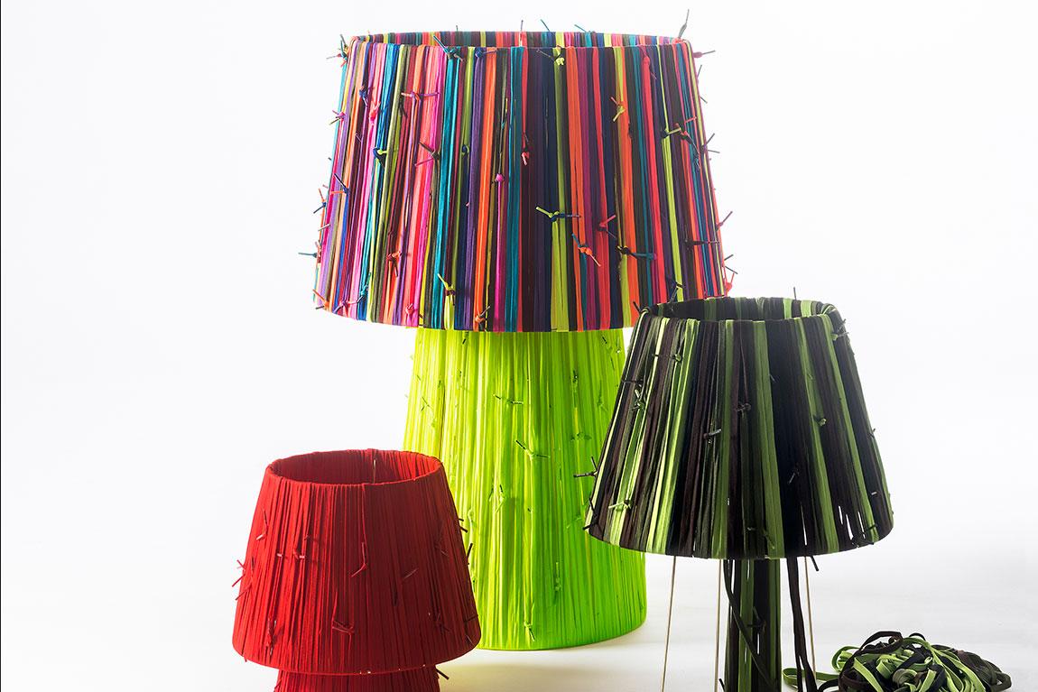 Shoelaces. מנורת שרוכים אדומים, ירוקים זוהרים, צבעוניים, וירוק-שחור