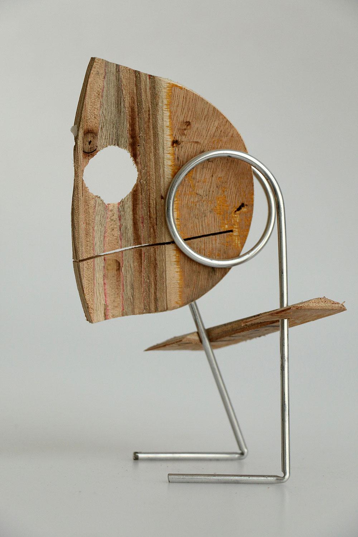 פיגורינה מחוץ ברזל ופנים משארית עץ דקה