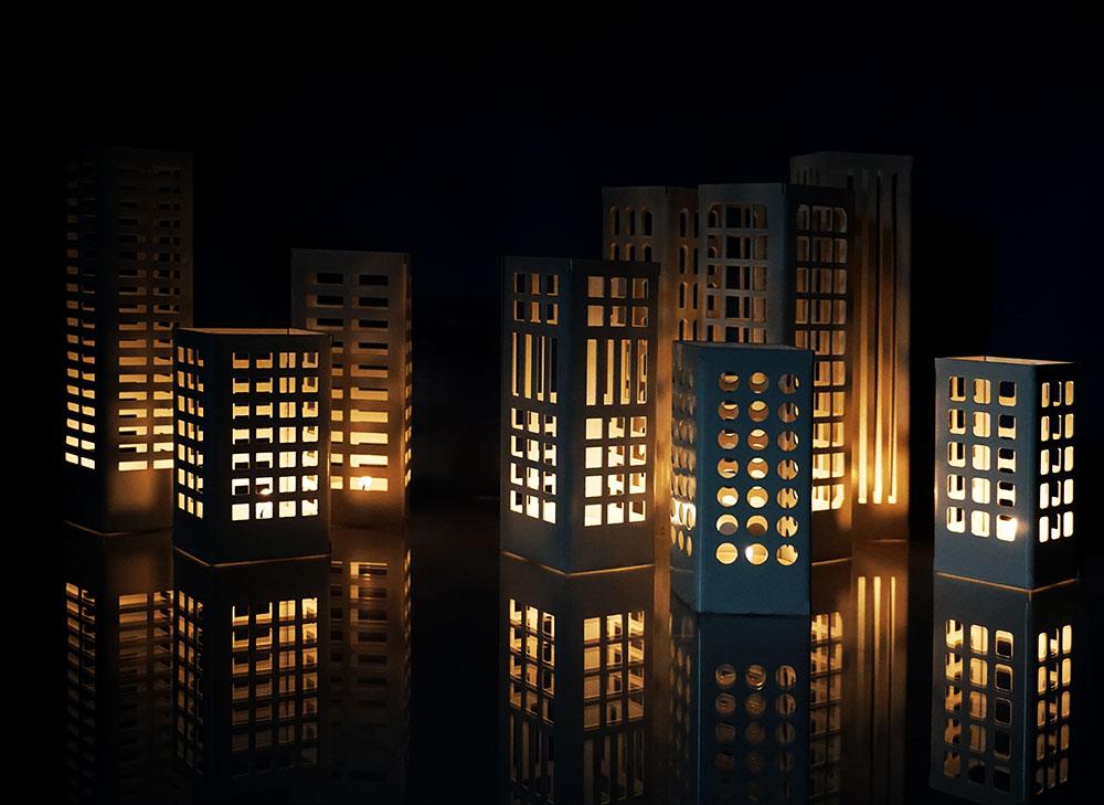 גל בולקא ועידן נויברג. מנורות שנראות כמו מגדלי מגורים