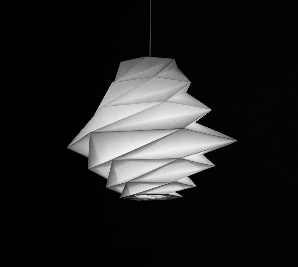 "FOKUROU. אחד מסדרת גופי התאורה IN-EI שעיצב מיאקה ל""ארטמידה"""