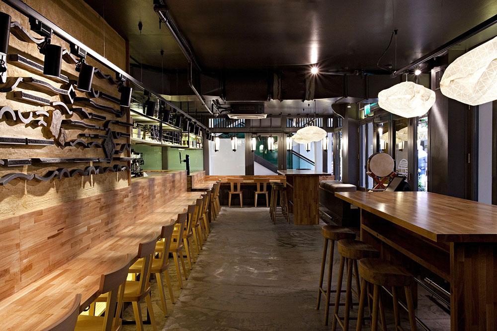 """בין היתר שולבו מנורות """"נבולה"""" בעיצוב Shoryu Ramen, מסעדת האטריות היפניות הלונדונית מומלצת המישלן"""