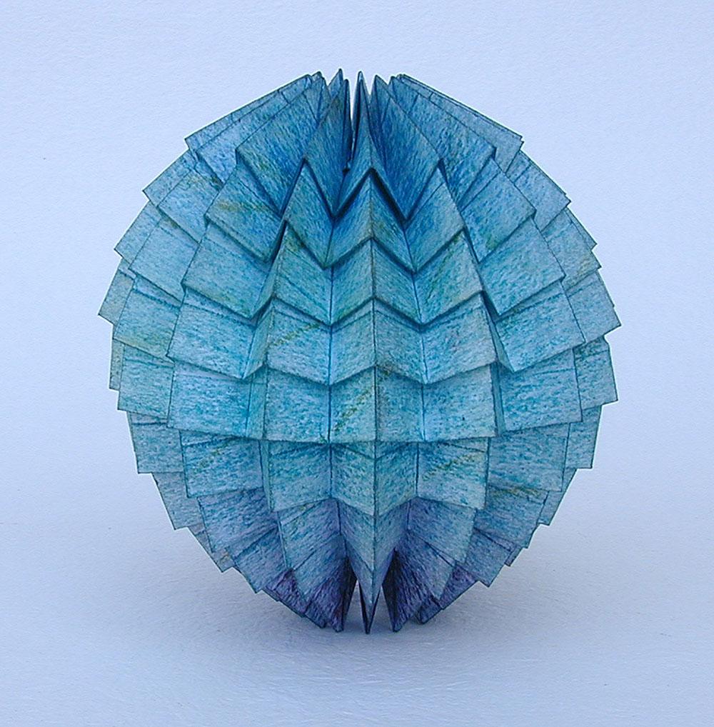 פול ג'קסון, כדור כחול. מתוך סדרת הפסלים המקופלים Organic Abstracts
