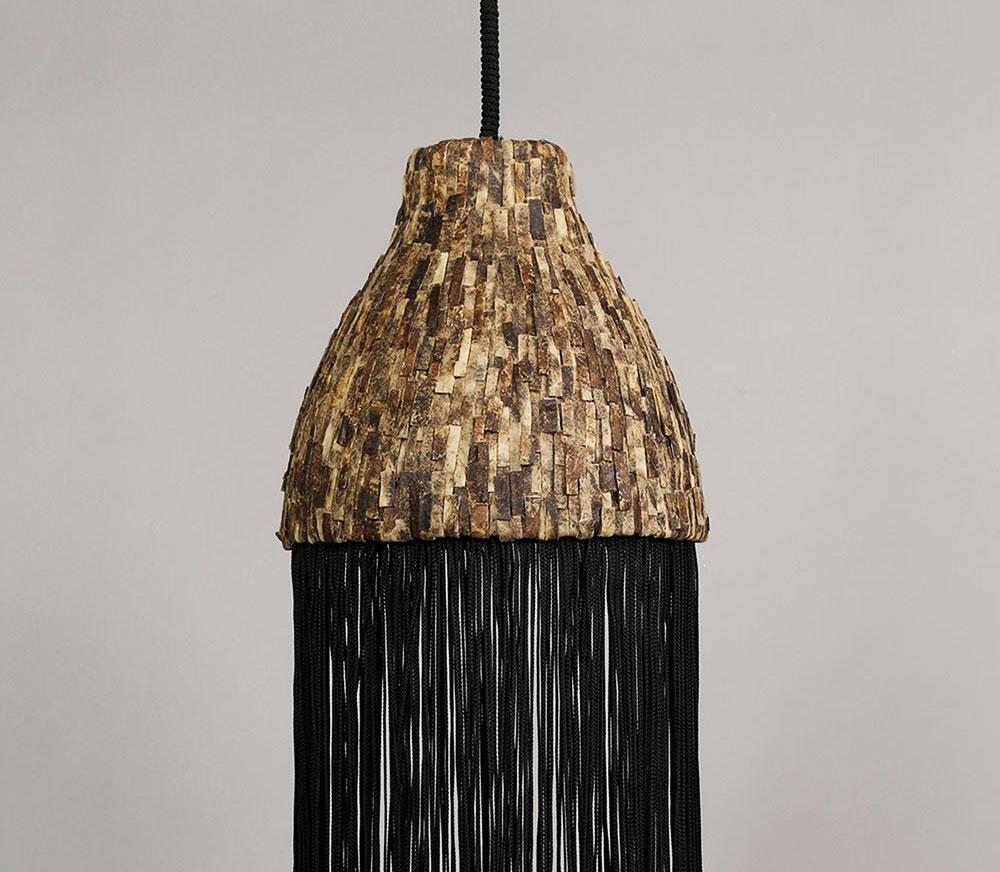 גוף התאורה שעיצבה וויסו מיריעות Wooden Leather