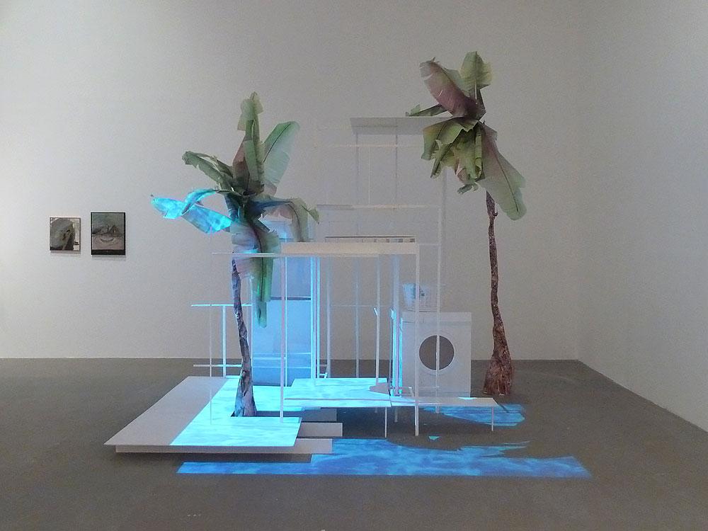 """אלישבע לוי, Pool House. גרסה של """"וילה"""" שהותאמה לחלל התצוגה באולם מאירהוף"""