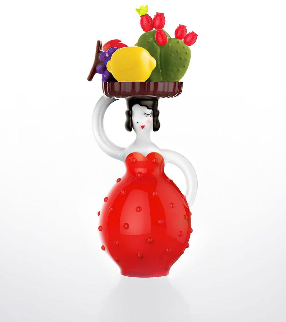 מיניאטורה עם מגש על ראשה ובו לימונים, סברסים וענבים
