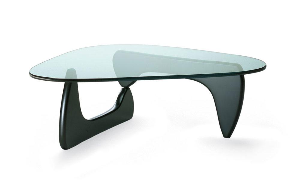 שולחן הקפה של נוגוצ'י בגרסת מילה מגוון בשחור. צילום באדיבות Vitra