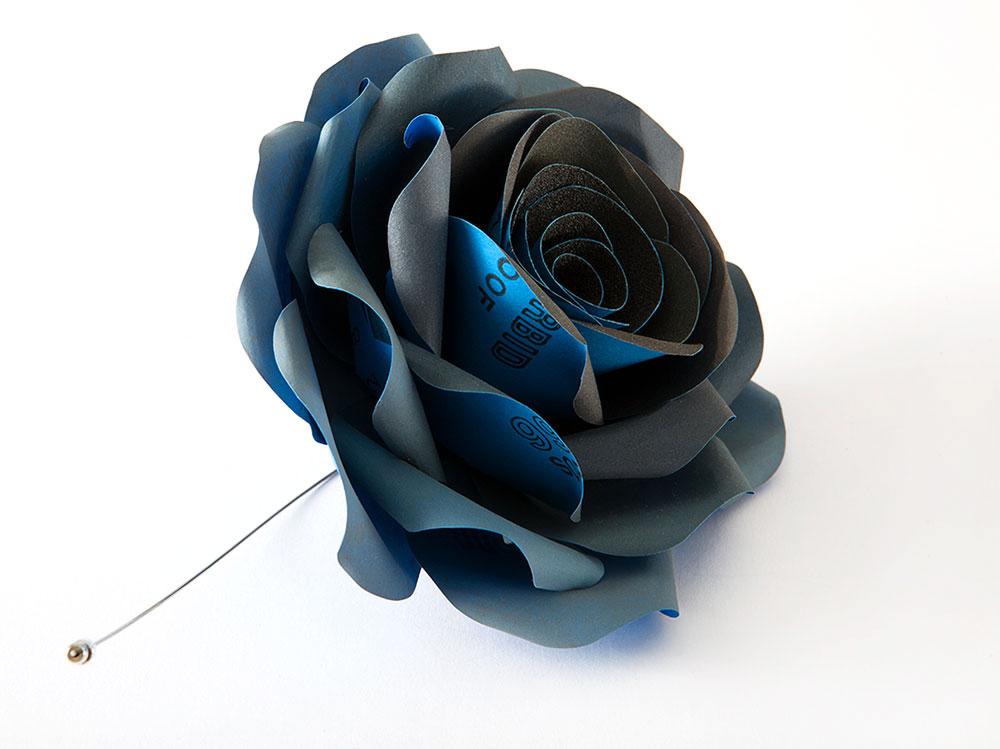 A rose is a rose is a rose, ענת גולן, סיכת דש. ניירות שיוף, כסף, פלדה קפיצית
