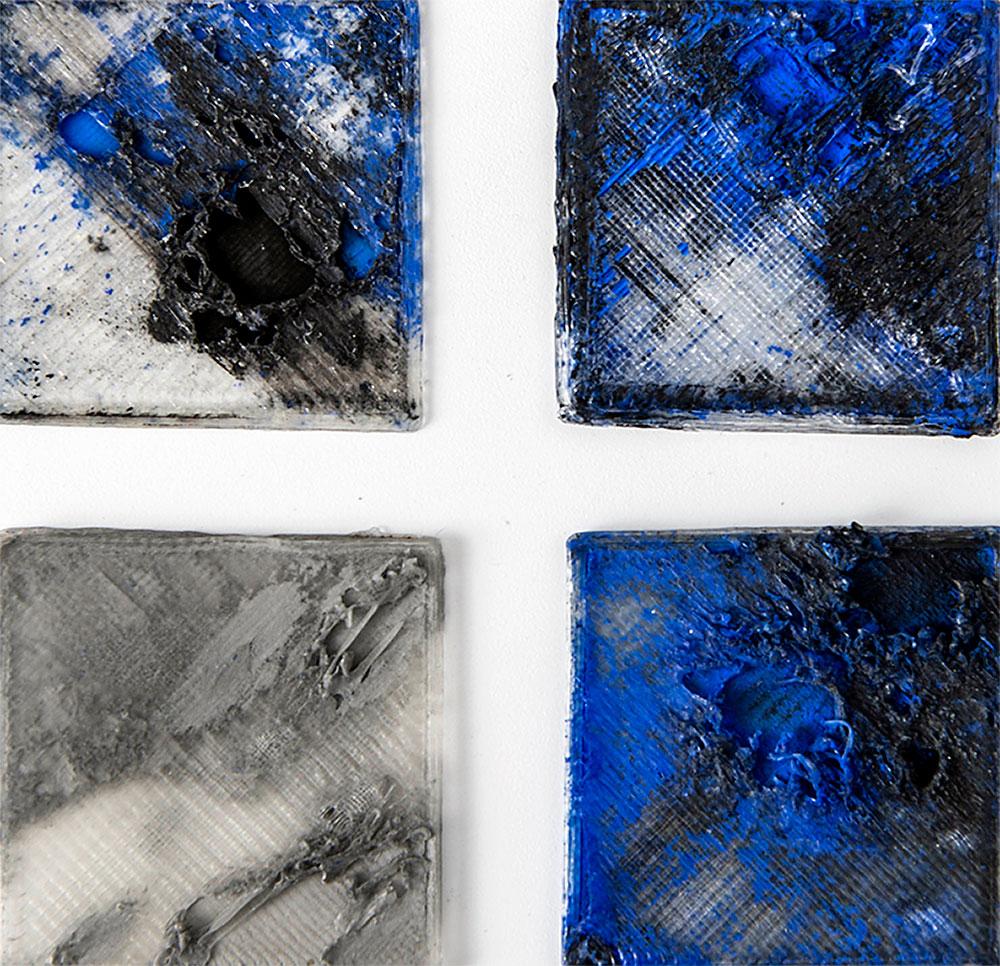 מאי קסירר, לקראת אובייקטים פוסט דיגיטליים. 4 לוחיות, כחול ושחור