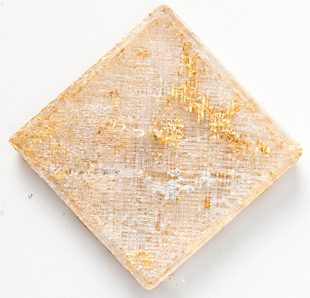 מאי קסירר, לקראת אובייקטים פוסט דיגיטליים. זהב