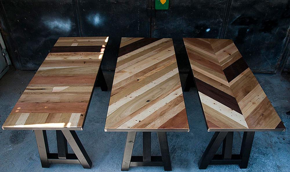 שולחן כפיסי עץ אלכסוניים, כל כפיס וגוון העץ שלו