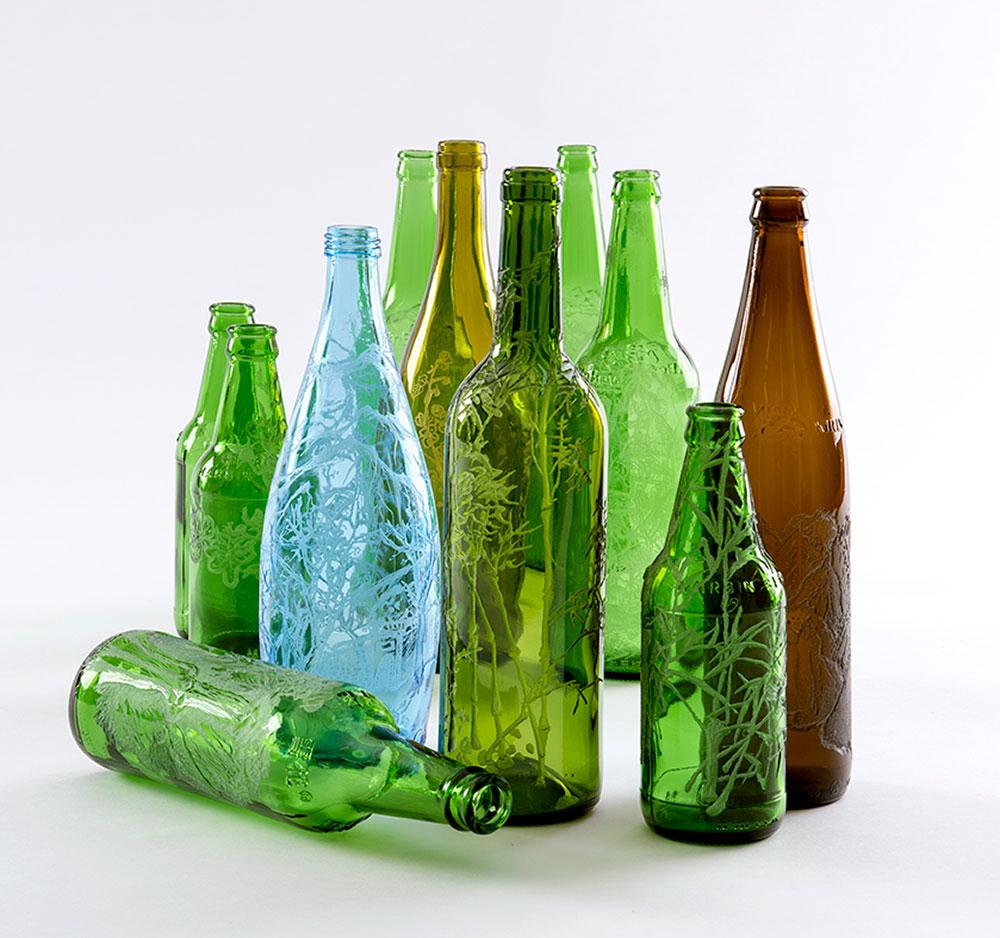 תוצרת סין, נאווית חמיאס. חריטת ציור בסגנון סיני על בקבוקים מן המוכן