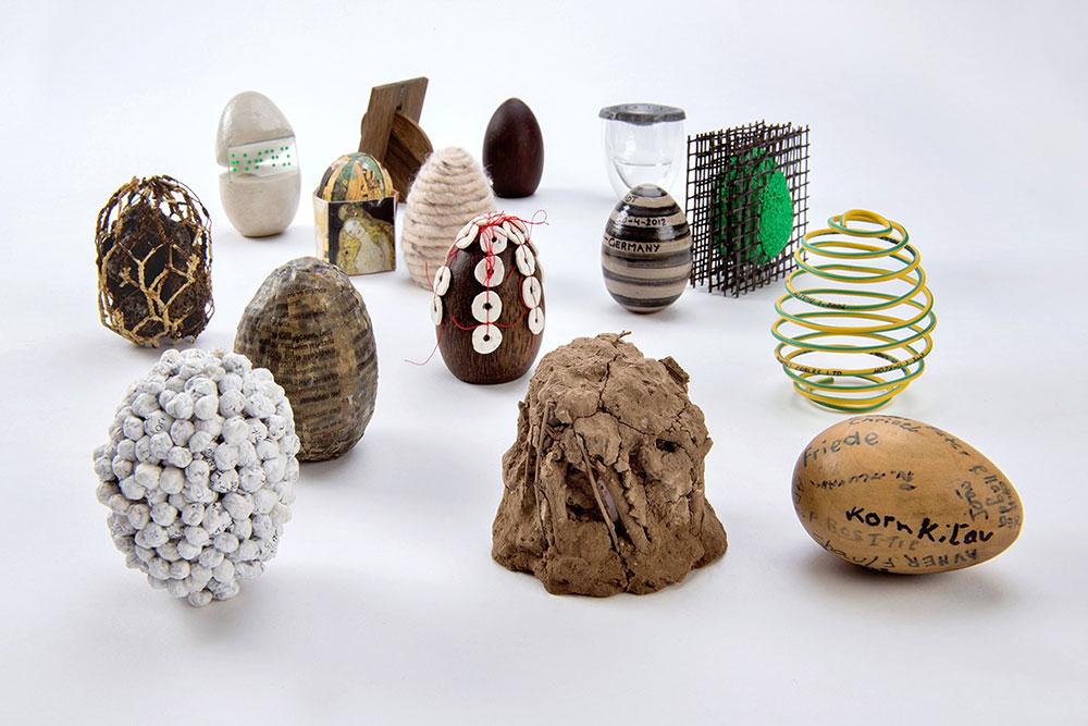 """פריטים מתוך הסדרה """"ביצים סביב העולם"""". חן פייפר"""