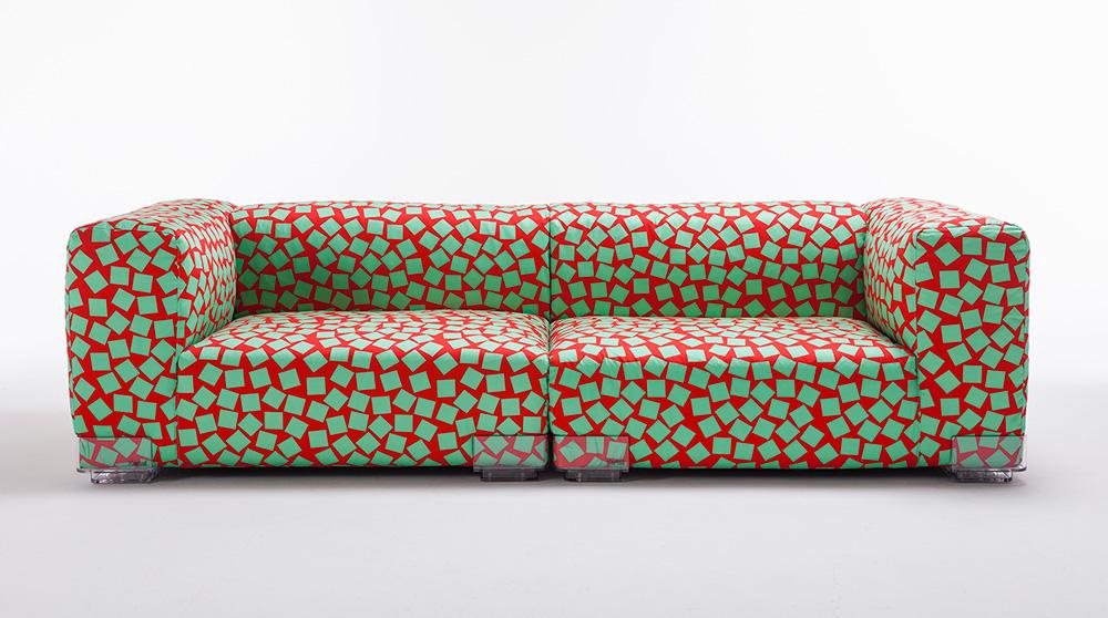 "PLASTICS. את דוגמת בד הריפוד של הספה ""קוודרו"" עיצב ג'ורג' סואודן. צילום: יח""צ"