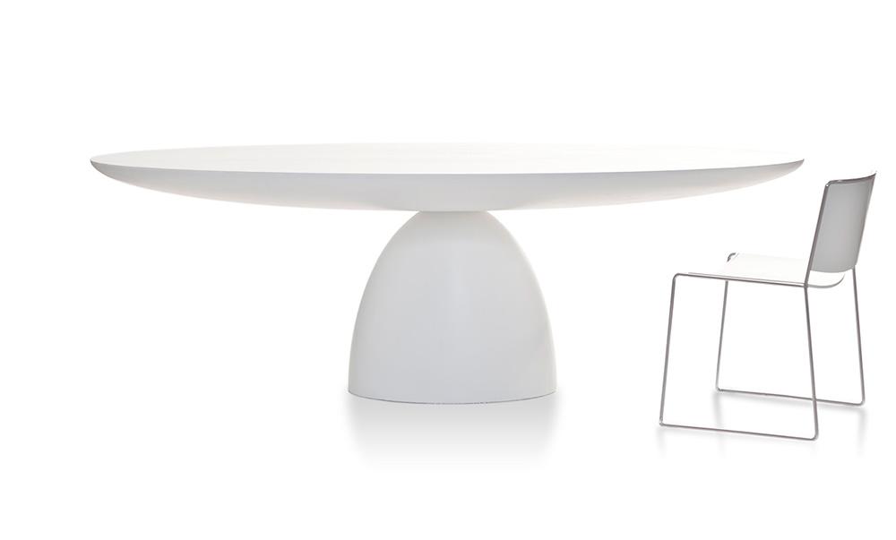 """Ellipse, השולחן של סטודיו פרונט ל""""פורו"""". אמנות של שיווי משקל. צילום: יח""""צ"""