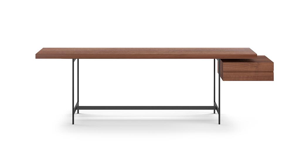 לוך נס, שולחן הכתיבה