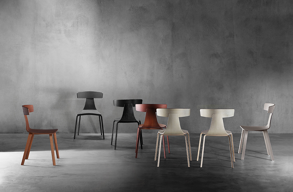 Plank_Remo_ash_group. רמו, גווני לבן, חום שחור עם מושבים מעץ מילה