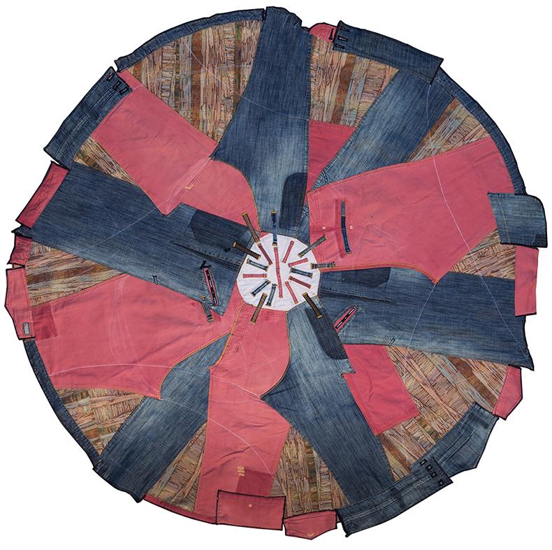 זמן שטיח Rugtime2. שטיח עגול משאריות בגדים צבעוניים וג'ינסים