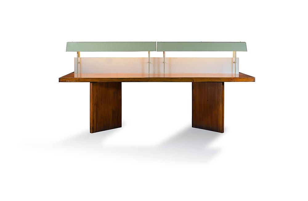 פייר ז'אנרה, שולחן קריאה עם תאורה, עץ טיק, פלדה וזכוכית, 1970
