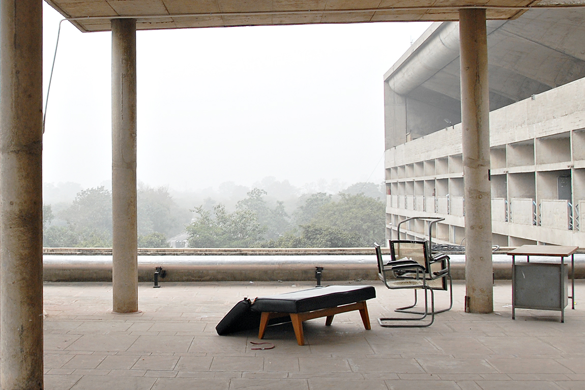 רהיטי צ'אנדיגר תמונת נושא on the roof in Chandigar thumb ph. Juda Amrani