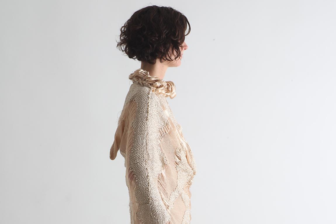 מוריאל דז'לדטי, שמלה מוזהבת, תמונה ראשית