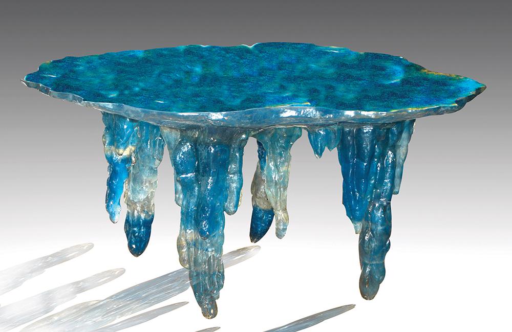 לואיס דורו, שולחן אוכל Stalactites. מתאקרילט (פולימר אקרילי) בכחול לבן