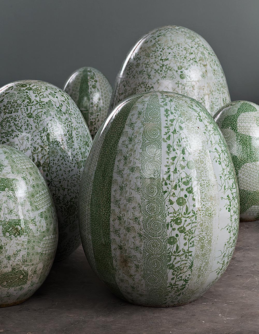 Green Flowers, מבט מקרוב את הביצים עם עיטורי הפרחים בירוק