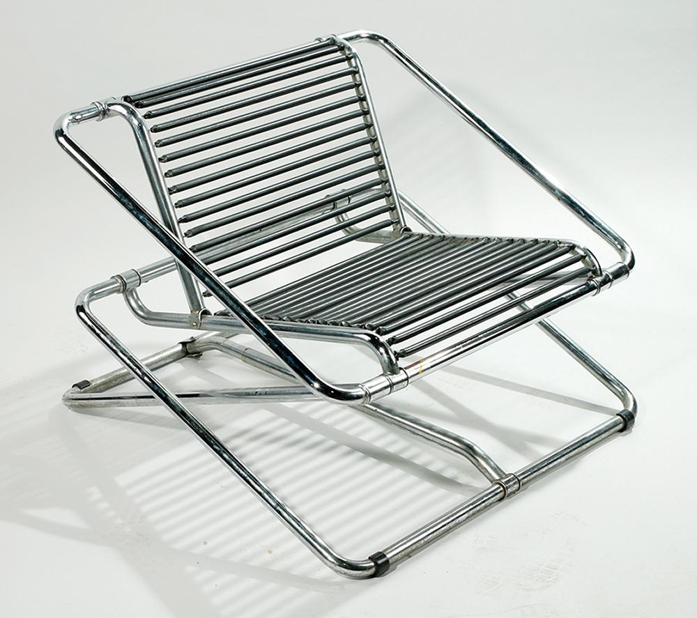 רון ארד, כיסא נדנדה, 1985 בקירוב. מתכת מצופה כרום וקפיצי מתכת. מאוסף יגאל אהובי