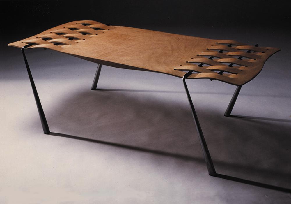 Woven Table. צילום: איתן שוקר