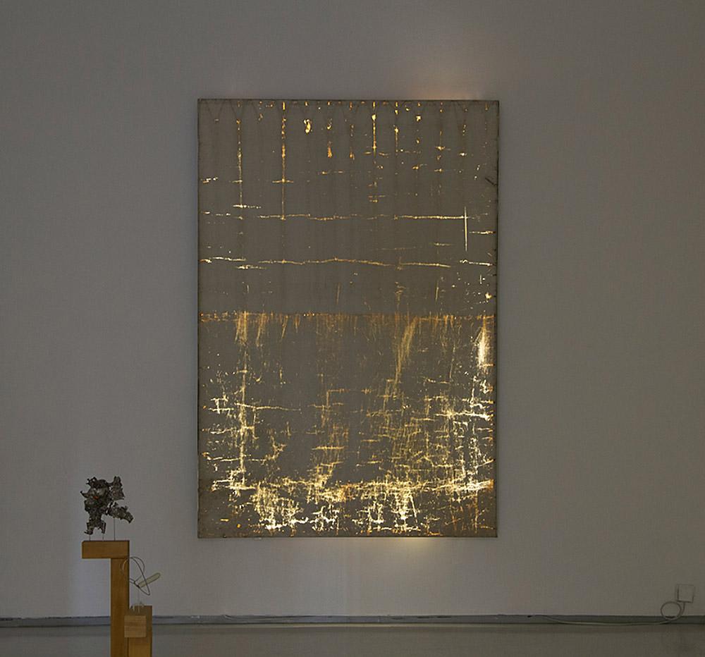 דה לנגה, עבודה מוארת מבט בחשיכה