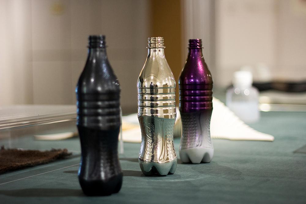 בקבוקים שעברו ציפוי כרום בהתזה