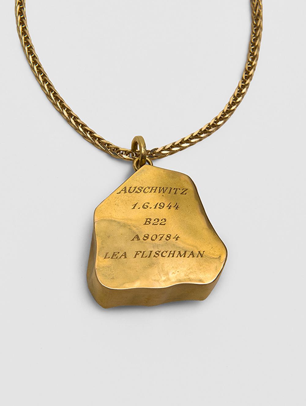 על מעטפת הזהב חרטה וולף ביד-אמן את פרטי הזמן והמקום