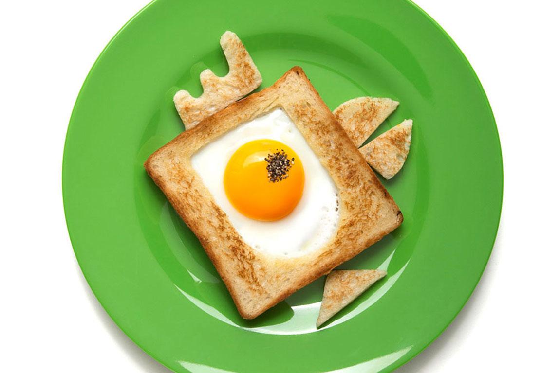 Bready Made, ביצה בקן בצורת ציפור על צלחת ירוקה. תמונה ראשית