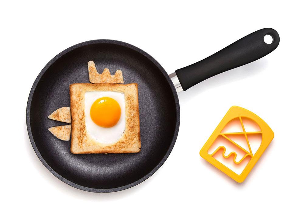 ביצה בקן בצורת ציפור במחבת