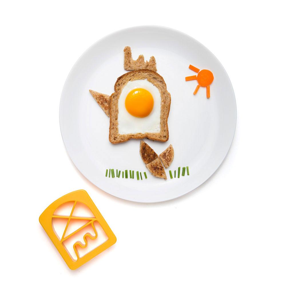 ביצה בקן בצורת ייצור, עם דשא מבצל ירוק ושמש מגזר